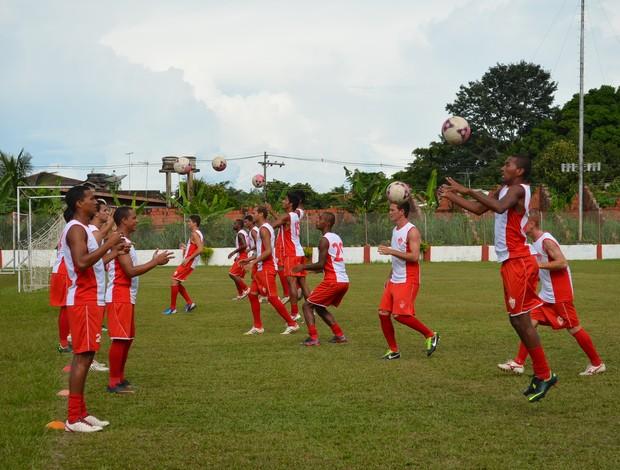Jogadores do Rio Branco-AC treinam no estádio José de Melo (Foto: Nathacha Albuquerque)