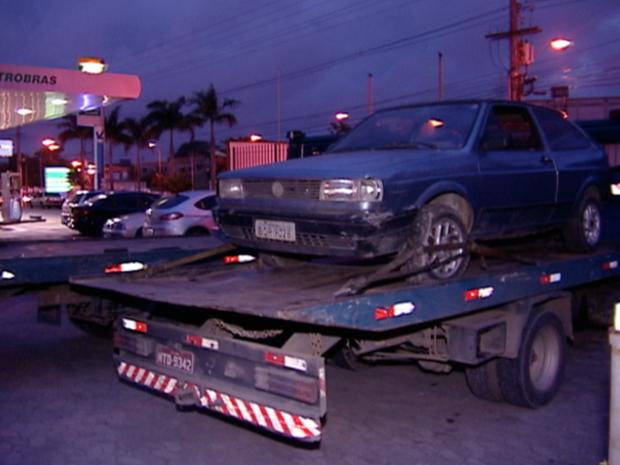 Veículos foram encontrados no pátio do posto de combustível, no Espírito Santo (Foto: Reprodução/TV Gazeta)