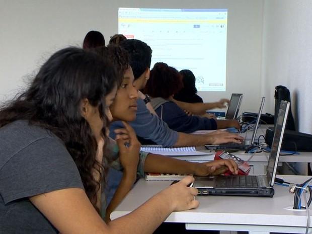 Aulas na Escola Viva de São pedro começaram nesta segunda-feira (3) (Foto: Reprodução/ TV Gazeta)