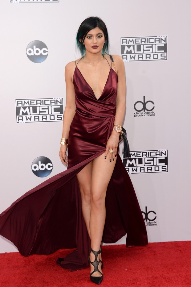 Kylie Jenner estaria imitando o look de amiga do rapper Tyga