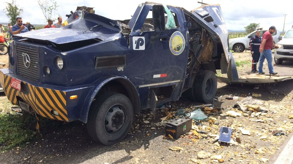 Carro forte foi explodido no Agreste de Pernambuco (Foto: Anderson Melo/TV Asa Branca)