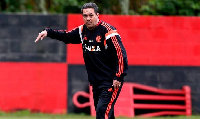 Luxemburgo no treino do Flamengo (Foto: Alexandre Cassiano / Agência O Globo)