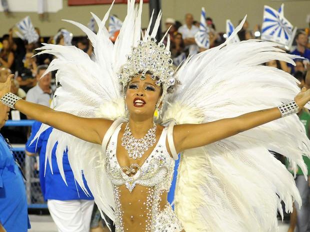 Sheron Menezzes, destaque da Portela, se prepara para o desfile das campeãs (Foto: Alexandre Durão/G1)