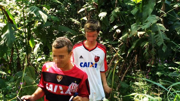 Meninos achados pela cadela pretinha -  Flamengo (Foto: GloboEsporte.com)