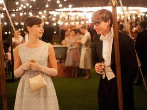 Felicity Jones e Eddie Redmayne em 'A teoria de tudo' (Foto: Divulgação)