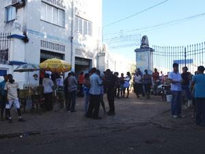 Enterro gêmea Salvador Bahia (Foto: Rafaela Ribeiro/G1)