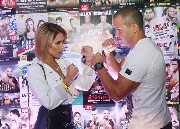 Bella Falconi e o marido, Ricardo Maguila (Foto: Iwi Onodera/Ed. Globo)