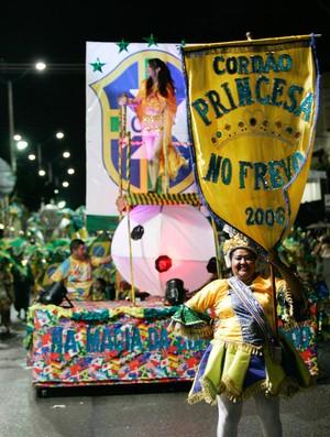 Desfile Princesa do Frevo Carnaval de Rua de Fortaleza (Foto: Natinho Rodrigues/Agência Diário)