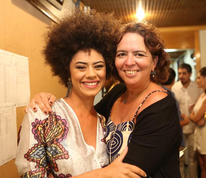 Ana Flávia Cavalcanti e a diretora Luciana Oliveira se despedem de Além do Tempo (Foto: Carol Caminha/Gshow)