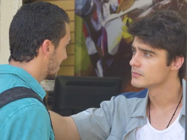 Vitor dá dura em Sal, mas acaba concordando em proteger o irmão mais velho (Foto: Malhação / Tv Globo)
