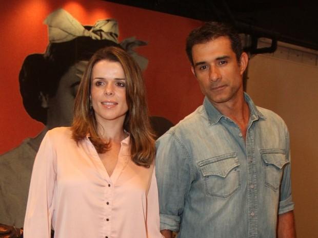 Marcos Pasquim e com a namorada, Lucienne Moraes, em estreia de peça no Rio (Foto: Anderson Borde/ Ag. News)