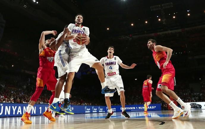 Joffrey Lauvergne basquete França x Espanha (Foto: FIBA)