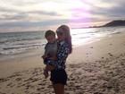 Claudia Leitte curte dia de praia com o caçula antes de viajar para show