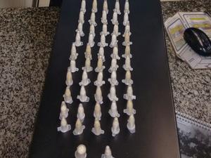 Cápsulas de cocaína encontradas na bolsa da mulher (Foto: Divulgação/Polícia Militar)