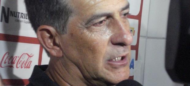 Técnico Ricardo Drubscky, do Atlético-PR, concede entrevista coletiva (Foto: Fernando Freire/GLOBOESPORTE.COM)