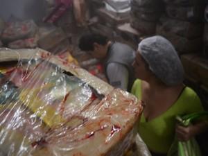 Carne estragada em Rio das Ostras (Foto: Mauricio Rocha/Secom Rio das Ostras)