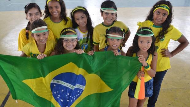 Crianças de Fortaleza que entrarão em campo com a Seleção Brasileira na Copa das Confederações (Foto: Juscelino Filho)