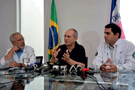 SEM ACORDO O governador Paulo Hartung  (ao centro). Ele vem sendo duro na negociação  – o que é correto (Foto: Renato Cabrini/Futura Press)