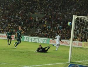 William Paulista - do Sampaio - faz gol contra Icasa (Foto: De Jesus/O Estado)