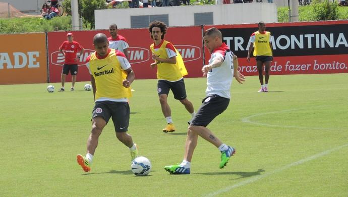 D'Alessandro Taiberson Valdívia Inter (Foto: Tomás Hammes / GloboEsporte.com)