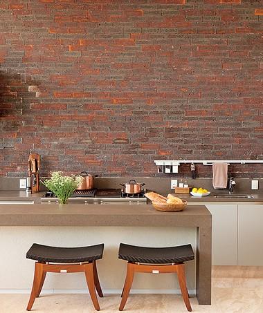 Cozinha-gourmet-tijolos-arquiteto-joão-armentano (Foto: Edu Castello/Editora Globo)