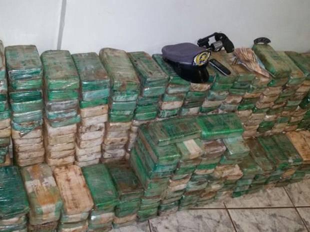 Droga foi levada para a sede da Polícia Federal de Rio Preto (Foto: Divulgação/Polícia Rodoviária Estadual)