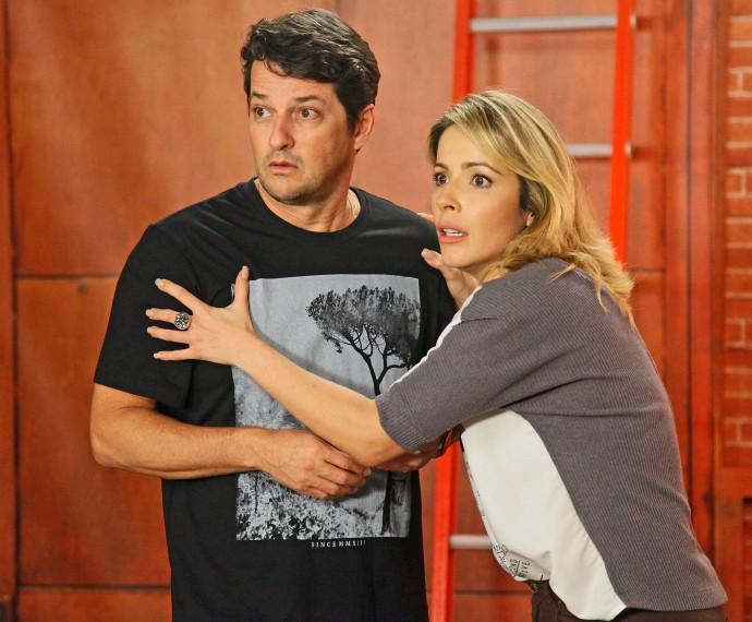 Renata Dominguez e Marcelo Serrado vão viver um casal no próximo episódio do Tomara que Caia (Foto: Artur Meninea/Gshow)