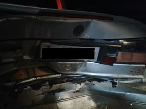 Três homens foram atingidos enquanto empurravam Santana (Foto: Bombeiros Voluntários de Jaguaruna/Divulgação)