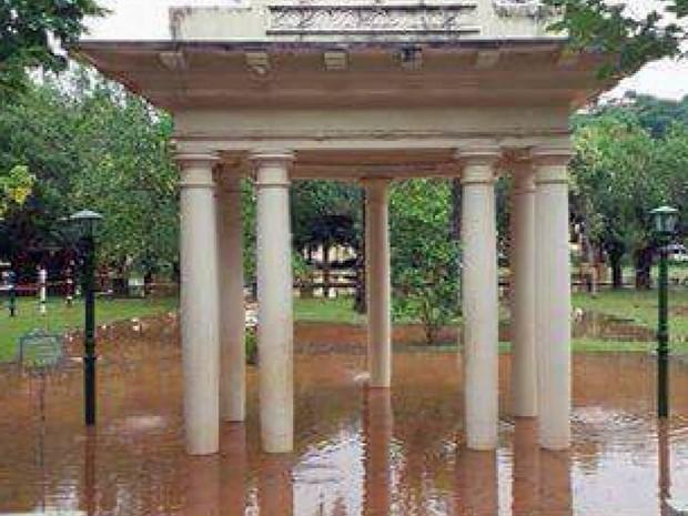 Chuva provoca alagamento e faz estragos em Caxambu (MG) (Foto: Reprodução EPTV)