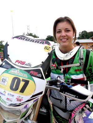 Moara Sacilloti, de 32 anos, veio de São José dos Campos (SP) para participar da terceira edição do Rally da Amazônia (Foto: Túllio Nunes/Divulgação)