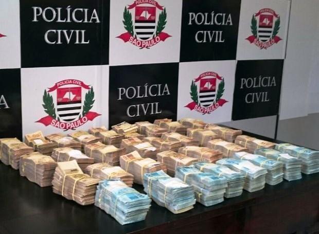 Policial é preso com R$ 1 milhão dentro de mochila em Santos (Foto: Guilherme Lucio/G1)