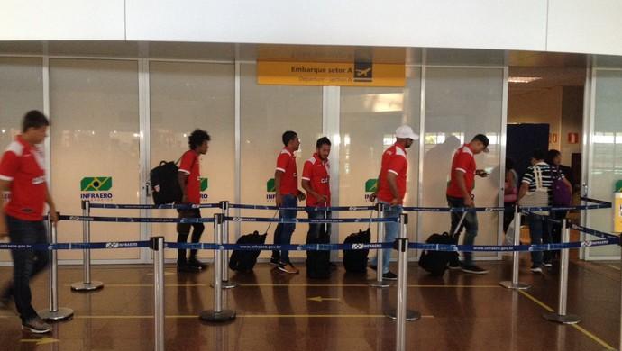 CRB embarque (Foto: Jota Rufino/GloboEsporte.com)
