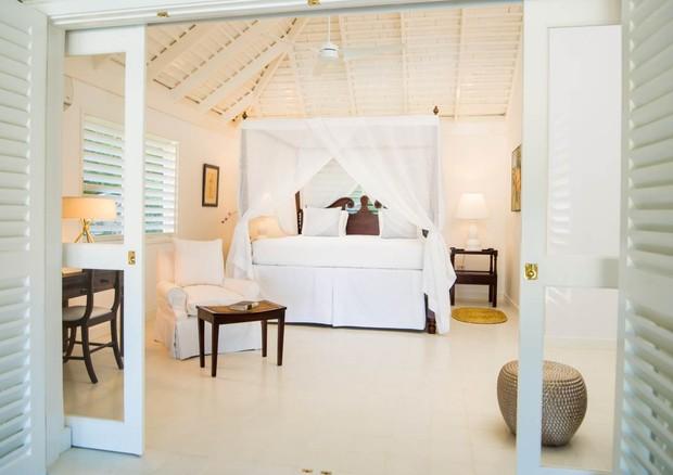 Uma das suítes da luxuosa casa onde o casal se hospedou na Jamaica (Foto: Divulgação)