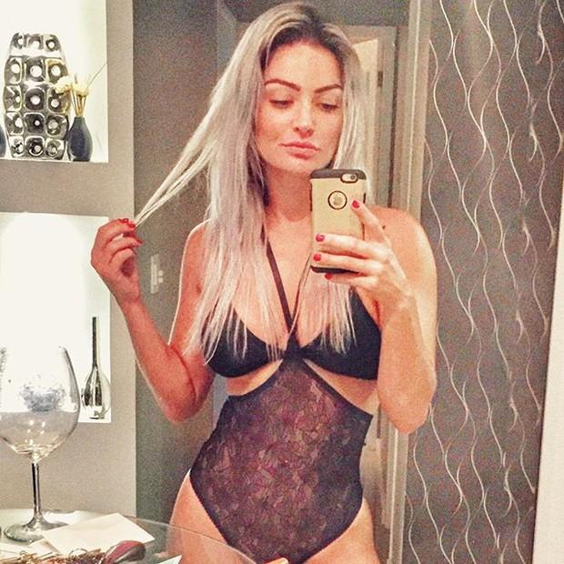 Laura Keller usa body sexy para dormir (Foto: Instagram/ Reprodução)