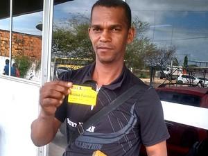 Segurados como José de Jesus Oliveira não conseguem atendimento nas agências da Previdência Social (Foto: Danilo Quixaba)