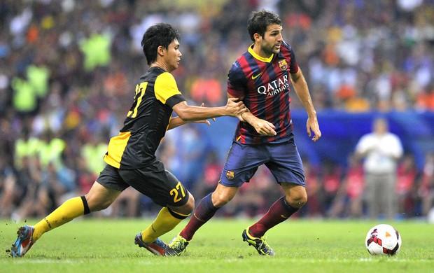 Fadhli Shas e Fabregas Combinado da Malásia e Barcelona (Foto: Agência AFP)