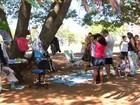 Moradores promovem feira para trocar produtos e melhorar convívio