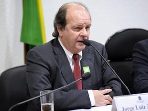 O ex-diretor da Petrobras, Jorge Luiz Zelada, durante depoimento à CPMI da Petrobras (Foto: Lucio Bernardo Jr./Câmara)