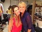 Visita surpresa! Fernanda Souza posa com rainha nos bastidores do TV Xuxa