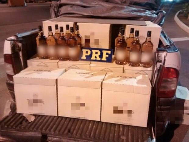 Carga de bebidas foi apreendida na BR-423 em Garanhuns (Foto: Divulgação/PRF)
