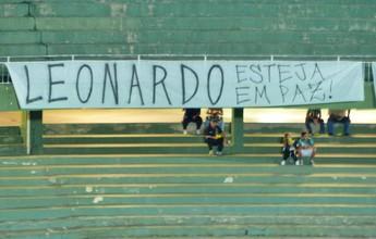 Torcida do Coritiba protesta contra morte de jovem em dia de Atletiba