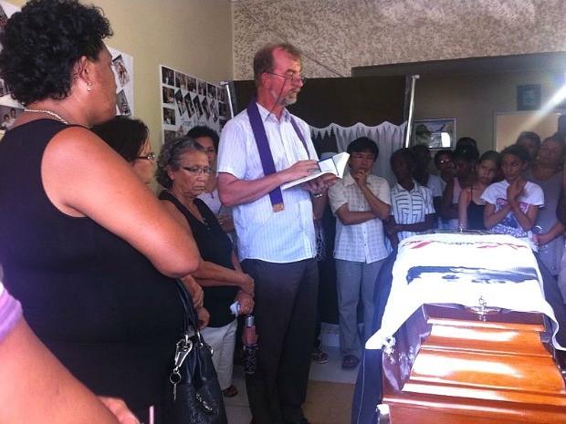 O corpo de Luciano Freire começou a ser velado nesta quarta-feira, em Humaitá (Foto: Keyla Xavier/TV Rondônia)