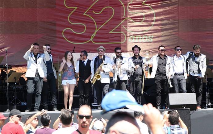 Carol Passos foi a convidada especial da Big Time Orchestra para homenagear Curitiba  (Foto: Arquivo pessoal)