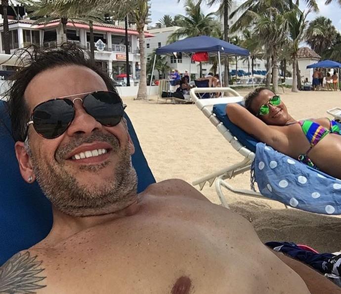 Leandro Hassum e a esposa Karina curtem dia na praia (Foto: Arquivo Pessoal)