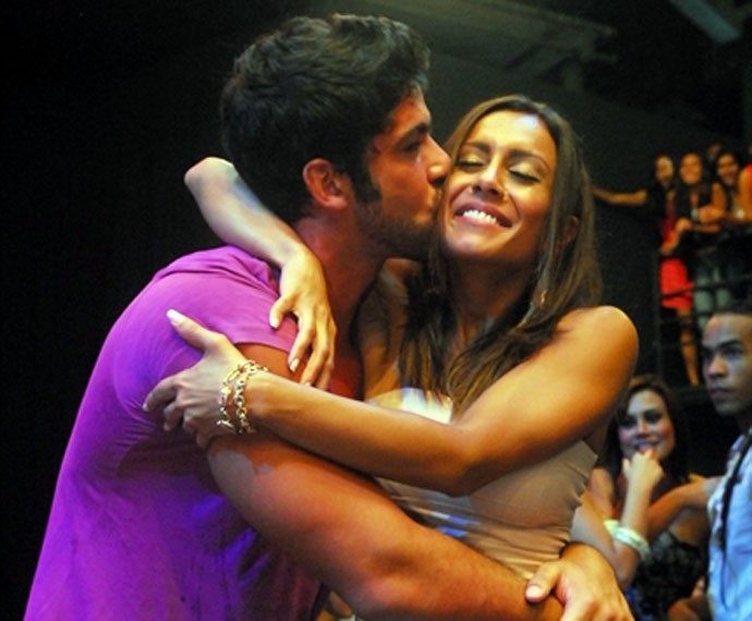 Amizade entre Lia e Cadu levantou suspeitas de romance  (Foto: TV Globo)
