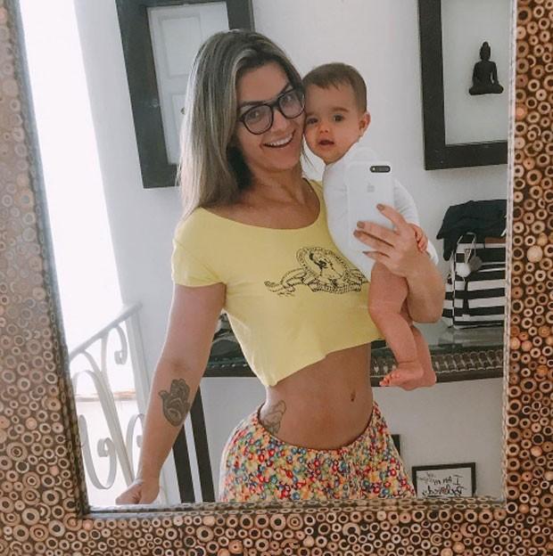 Kelly Key exibe cinturinha cinco meses após dar à luz Artur