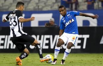 Meia Élber defende chutes a gol e  melhora na compactação do Cruzeiro