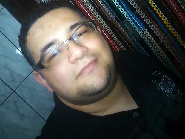 Gabriel Souza, de 28 anos, foi atingido por raio em Santos, SP (Foto: Reprodução/Facebook)