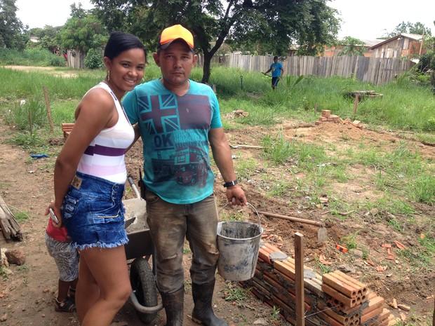 Joany Nunes, de 24 anos, disse que recebeu apoio de várias pessoas e que tem anjos para ajudá-la nos momentos maisdíficeis.e cuidar dos três filhos. (Foto: Junior Freitas/G1)