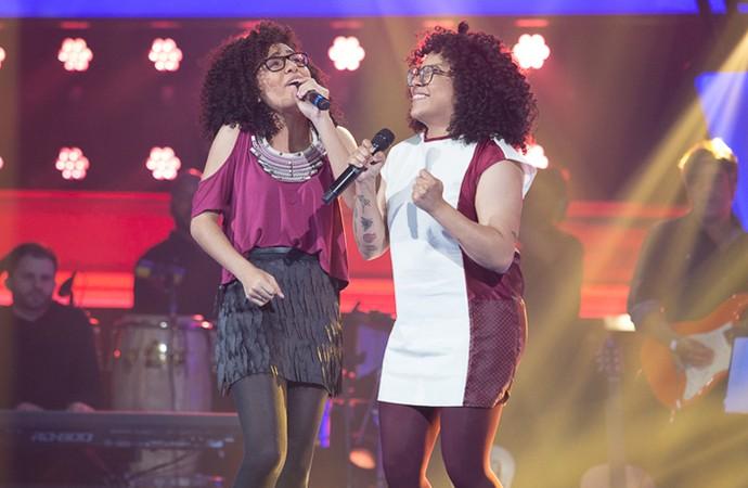 Lilian e Layane conquistam os quatro técnicos do The Voice Brasil (Foto: Artur Meninea/Gshow)